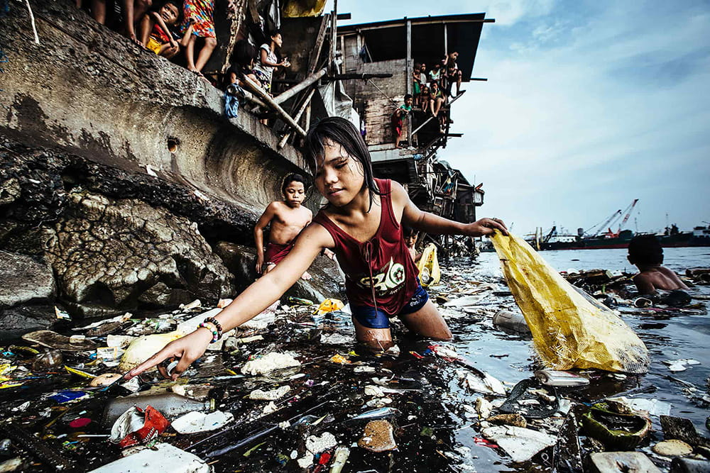 UNICEF Picture of the Year:Garbage, the Children and Death