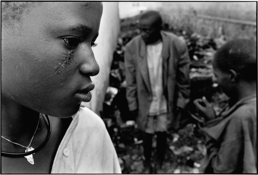 UNICEF Photo of the Year 2000: Contry of the lost children